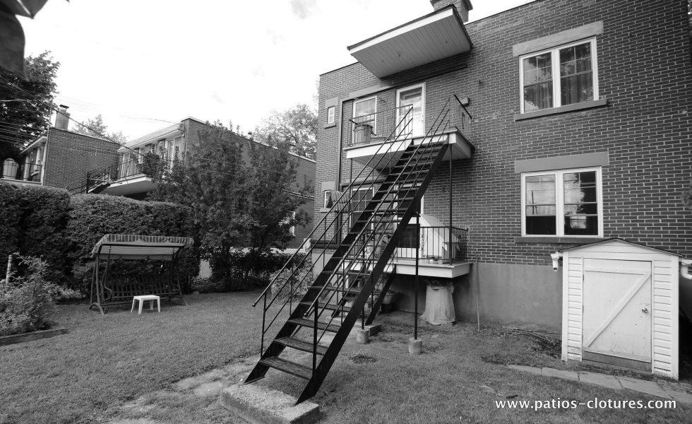 Avant la construction du patio à deux étages Chartré. Vue de droite.