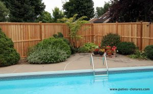 Intimate cedar fence vertically around an in-ground pool