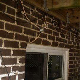 Fenêtre du sous-sol sous le patio