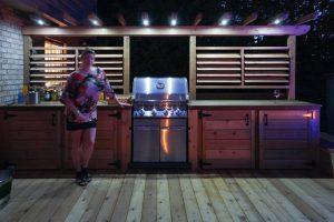 Éclairage de patio Legault au desssus du BBQ