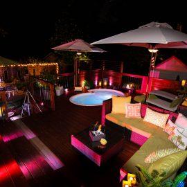 Éclairage de patio avec spa la nuit