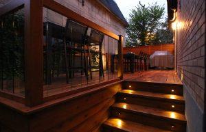 Éclairage de sécurité dans les escaliers du patio Forest