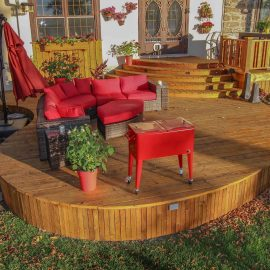Espace lounge sur un patio avec courbes (patio Chagnon-Dumont