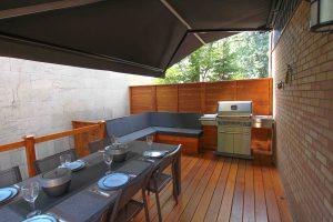 Patio avec auvent rétractable opaque (patio Forest)