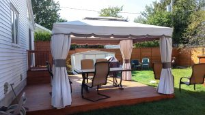 Patio avec gazébo à assembler avec moustiquaire (patio Fecteau)