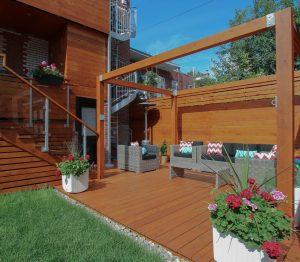 Patio avec pergola et crochets métalliques spécialement conçus pour accrocher un hamac (patio Rigal)
