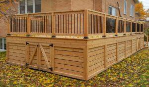 Patio avec portes sous le patio pour rangement (patio Gonshor)
