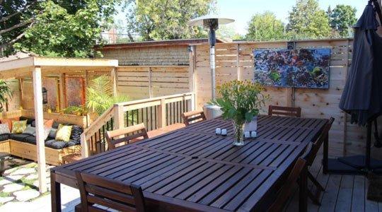 profiter du patio : Patio avec chauffage propane pour chauffer l'espace repas