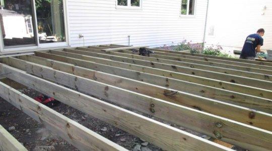 patio en le bois traité, pour les fondations seulement - Patios et Clôtures Beaulieu