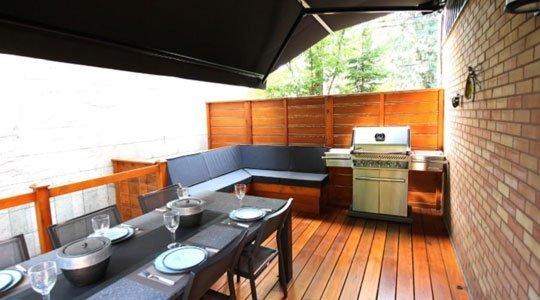 protection patio avec auvent rétractable pour pluie et soleil