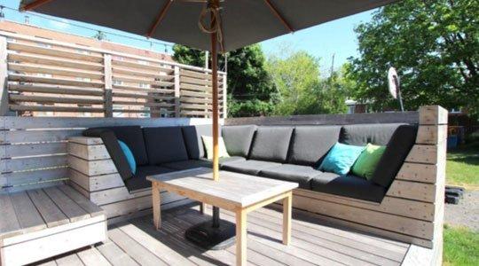 mobilier de patio lounge sur mesure avec sol en bois ipé et sofa canapé sur mesure