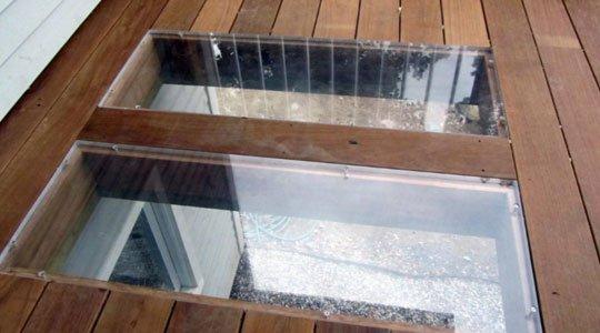 Patio avec ouverture en plexi dans le plancher - Patios et Clôtures Beaulieu