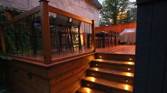 Patio avec éclairage sécuritaire escalier - Patios et Clôtures Beaulieu