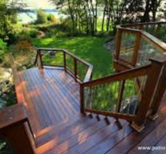 Choisir le meilleur bois pour son patio: bois ipé et bois de cèdre