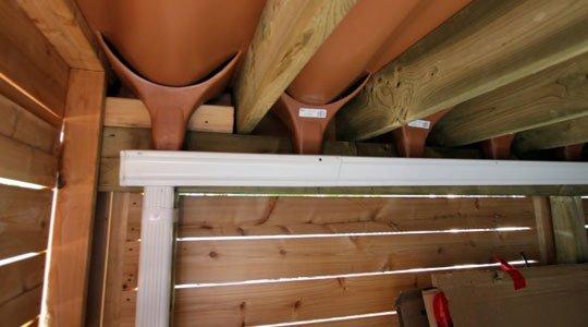 Patio avec tiroirs étanches et système rain Escape de Trex