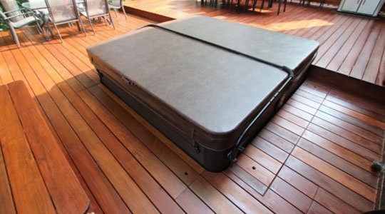Patio avec SPA intégré sur 4 côtés, trappes au plancher de chaque côté