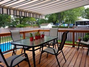 Le retour du patio classique - un espace à aire ouverte sur un niveau
