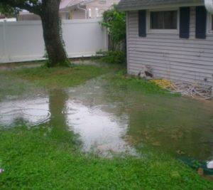 Pente du sol près de la maison - corriger la pente avant de construire votre patio