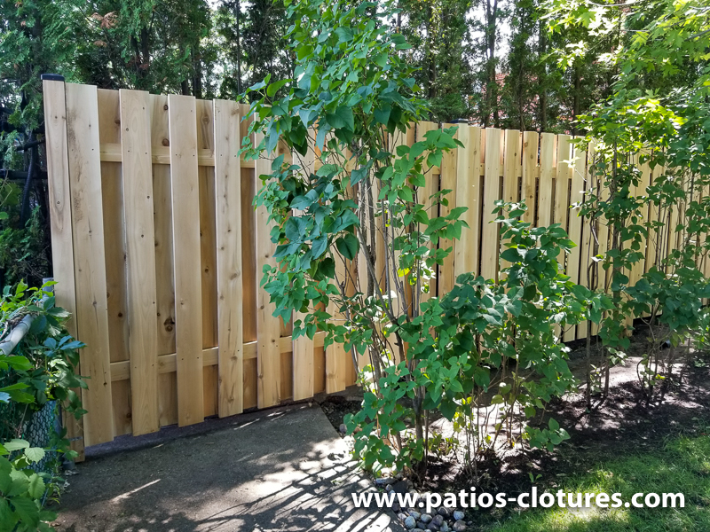 Good neighbor cedar fence 5' high with 2 horizontal 2x4 with metal post caps