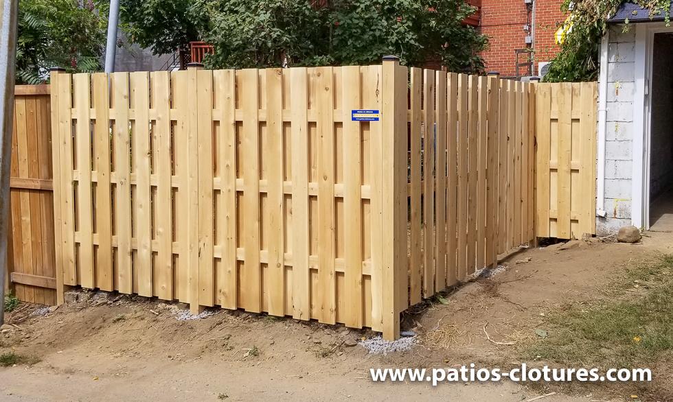 Clôture bon voisin en cèdre 6' de haut avec 3 2x4 horizontaux